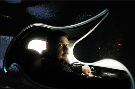 joey chauffeur de limousine urbania. Black Bedroom Furniture Sets. Home Design Ideas